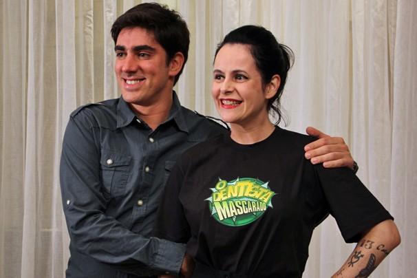 O protagonista Marcelo Adnet e a autora Fernanda Young no lançamento de O Dentista Mascarado, no Rio (Foto: Vanessa Thees/Rede Globo)