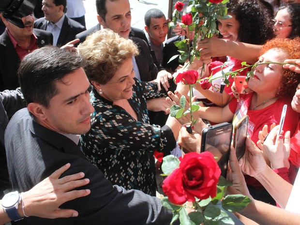 Dilma Rousseff visita a UFPE no Recife (Foto: Aldo Carneiro/Pernambuco Press)