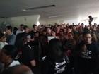 Professores em greve ocupam pátio da Seduc em protesto contra governo