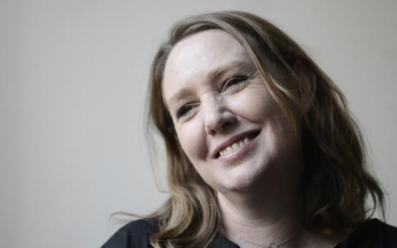 A escritora britânica Paula Hawkins (Reprodução) (Foto: Reprodução)