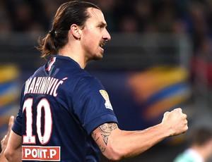Ibrahimovic comemora gol do PSG contra o Saint-Étienne (Foto: Agência AFP )