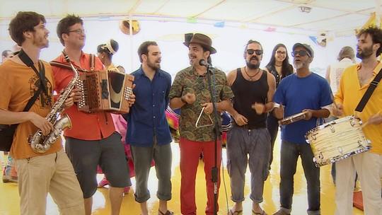 Grupo Anavantou se apresenta no Barco do Forró