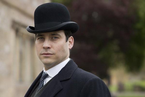 O ator Rob James-Collier em Downton Abbey (Foto: Reprodução)