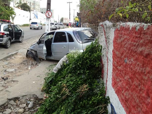 Apesar dos susto, os motoristas e passageiros envolvidos no acidente não ficaram feridos em João Pessoa (Foto: Walter Paparazzo/G1)