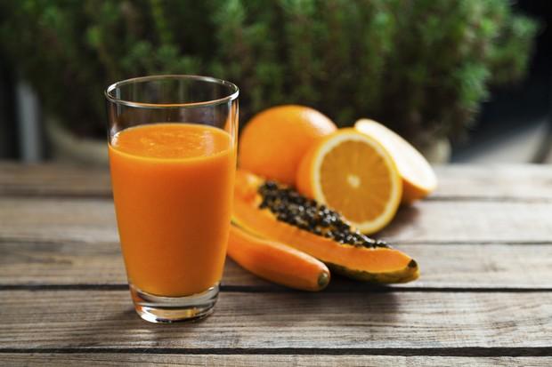 Vitamina de mamão, cenoura e laranja (Foto: Thinkstock)