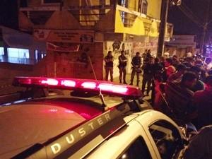 Homem foi morto a tiros no Funcionários em João Pessoa (Foto: Walter Paparazzo/G1)