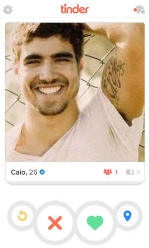 Perfil verificado do ator Caio Castro no aplicativo de relacionamentos Tinder. (Foto: Divulgação/Tinder)