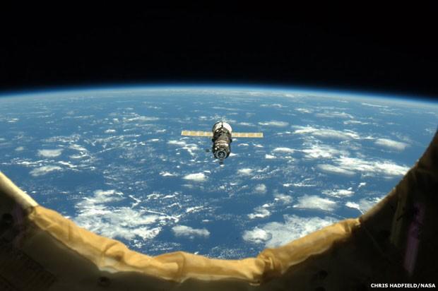 As belas fotos do astronauta oferecem um vislumbre único do planeta Terra e dos trabalhos científicos da tripulação (Foto: Nasa/BBC)