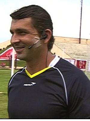 Árbitros vão utilizar rádios comunicadores no Mato-grossense 2012 (Foto: Reprodução/TVCA)