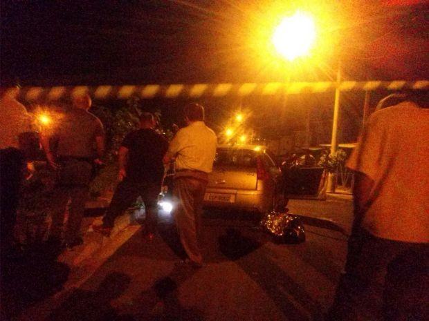 Motociclista passou atirando contra casal (Foto: Reprodução / TV TEM)