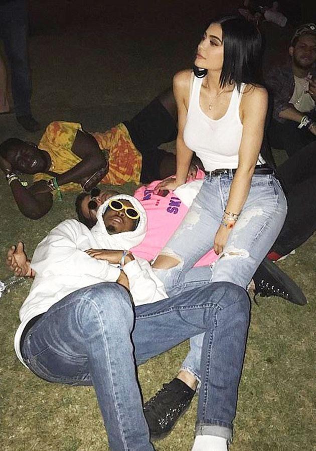 Kylie e Travis no Coachella, dias após o fim do namoro dela e Tyga (Foto: Reprodução/ Instagram)