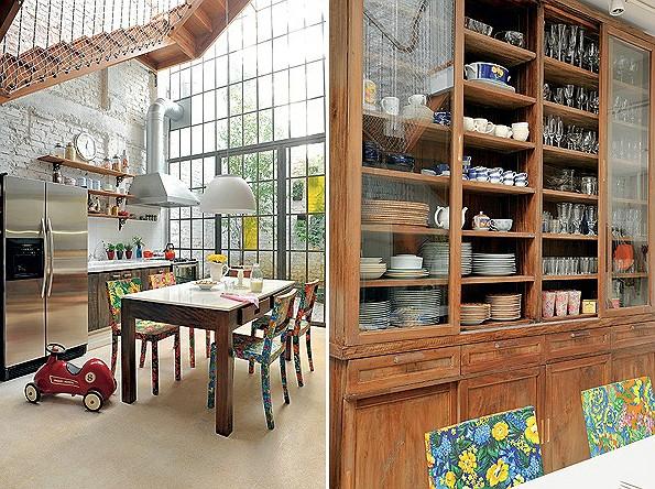 Projetado e executado pela L. L. Marcenaria, o armário de peroba-rosa com inspiração nos antigos móveis de farmácia organiza as louças da casa (Foto: Codo Meletti e Marcelo Magnani)