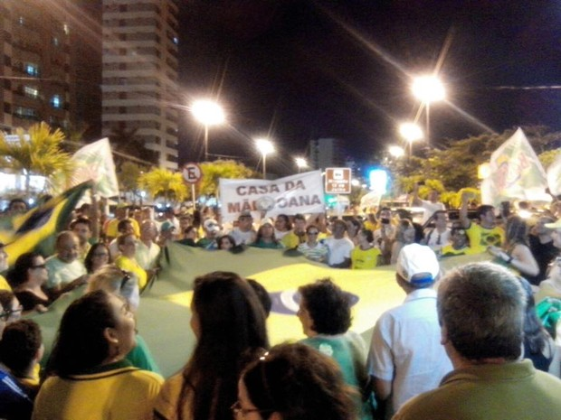 Manifestação é encerrada com oração e Hino Nacional (Foto: Tassio Andrade/G1)