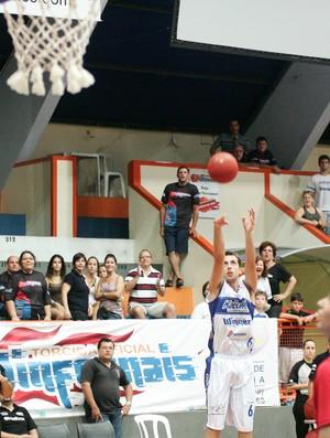 Jogando fora de casa, Mogi conquistou a vitória (Foto: JB Anthero / Divulgação)