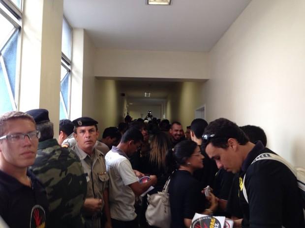 Militares na Assembleia Legislativa (Foto: Michelle Farias/ G1)