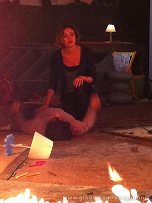 Amora ateia fogo na Toca e tenta salvar Bento (Foto: Sangue Bom/TV Globo)