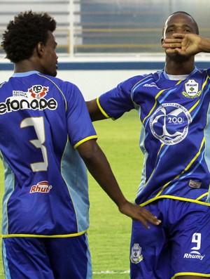 William, atacante do Macaé, comemora gol contra o Crac (Foto: Tiago Ferreira / Divulgação)