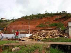 Prédio em construção desaba em Lima Duarte, MG (Foto: Nathalie Guimarães/G1)
