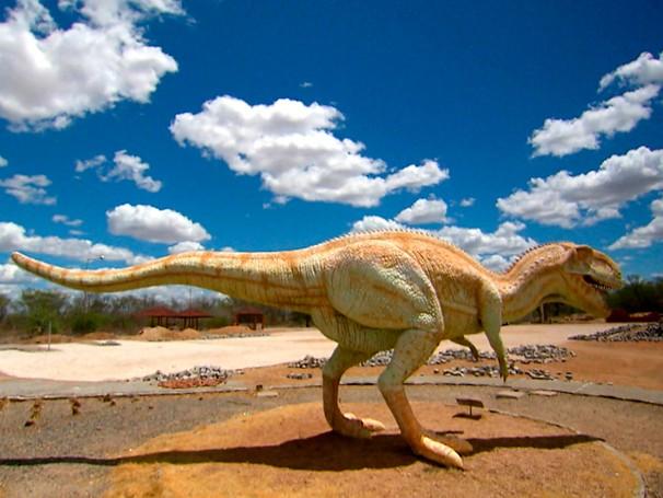 Réplica de um dinossauro no Vale dos Dinossauros, na Paraíba (Foto: Globo)