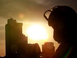 Temperaturas continuam altas e umidade baixa em Goiás (Foto: Ricardo Rafael/O Popular)