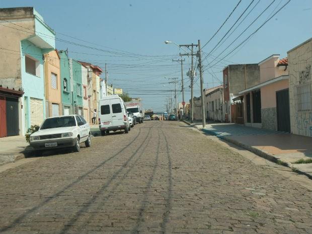 Contrato prevê o recapeamento de trechos de outras ruas na Vila Hortência (Foto: Assis Cavalcante)