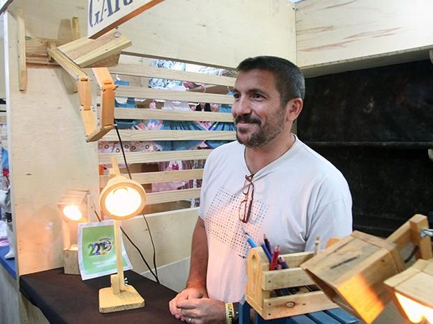 Marcelo Moraes, de 43 anos, aproveita a Fiart para firmar sua marca no mercado (Foto: Ivanízio Ramos)