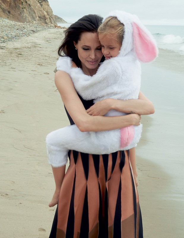Angelina Jolie e Vivienne (Foto: Reprodução)