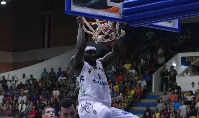 Mogi das Cruzes x Pinheiros NBB basquete (Foto: Cairo Oliveira)