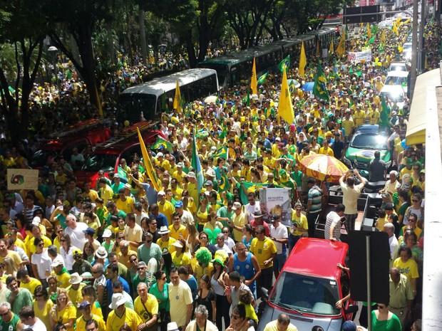 MANIFESTAÇÃO UBERLÂNDIA 10H (Foto: Leonardo Faria/G1)