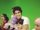 Reynaldo Gianecchini faz alegria de crianças com câncer