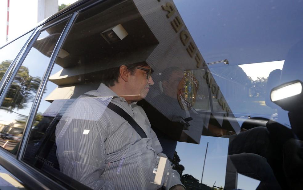 Ex-deputado federal e ex-assessor de Temer, Rodrigo Rocha Loures escoltado pela Polícia Federal depois de ser preso (Foto: Dida Sampaio/Estadão Conteúdo)