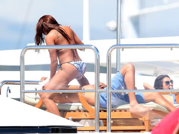 Melanie Brown com o marido, Stephen Belafonte, em Cannes, na França (Foto: Splash News/ Agência)