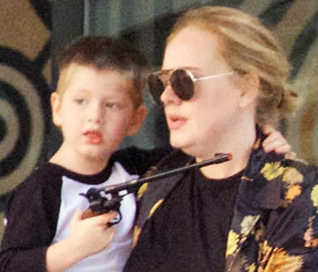Adele e o filho, Angelo (Foto: AKM-GSI)
