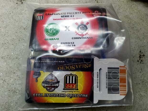 Ingressos para Guarani e Corinthians são apreendidos pela polícia em Campinas (Foto: Marcello Carvalho/G1)