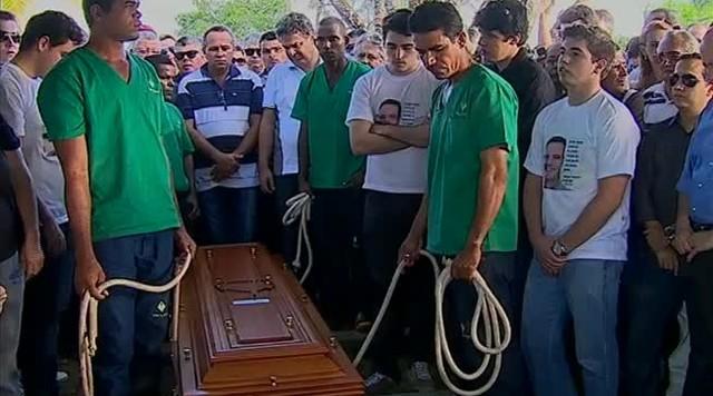 Foram enterradas fora de Pernambuco as demais vítimas de acidente aéreo que vitimou Campos