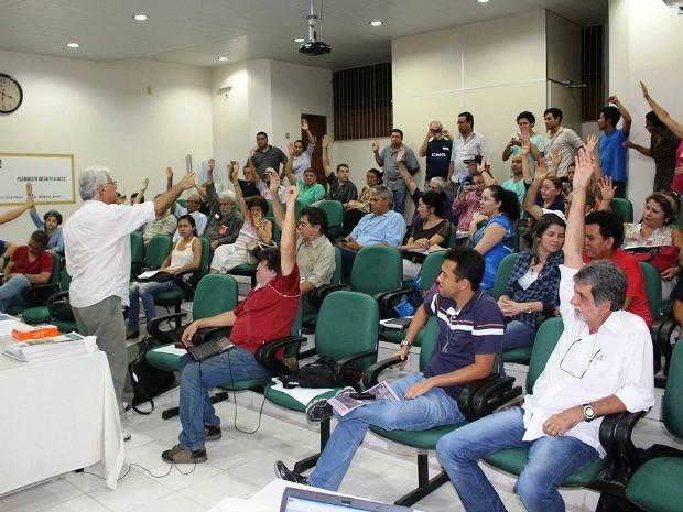 Professores votaram por indicativo de greve nesta quinta (Foto: Divulgação/Adua)