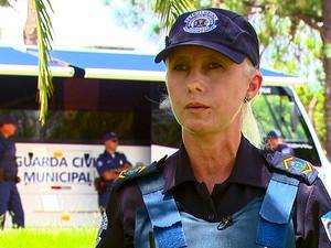 Juliana Záccaro está na Guarda Civil Municipal (GCM) há 11 anos (Foto: Reprodução/EPTV)
