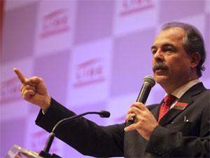 O ministro Aloizio Mercadante, em evento em SP nesta segunda-feira (Foto: Tiago Queiroz/Estadão Conteúdo)