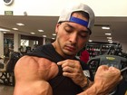 Felipe Franco mostra músculos e fã elogia: 'Tá maravilhoso'