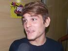 Filho de Saulo Fernandes chega ao festival para curtir show de Psirico