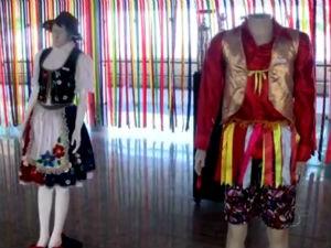 Roupas do folclore alagoano em exposição em Maceió (Foto: Reprodução/TV Gazeta)