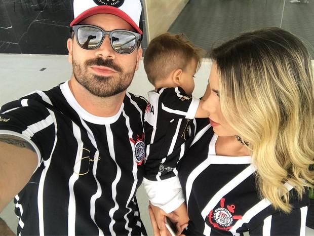 Ego Ex Bbbs Adriana E Rodrigão Levam O Filho Para Ver Jogo