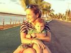 Claudia Leitte curte pôr-do-sol com o filho caçula