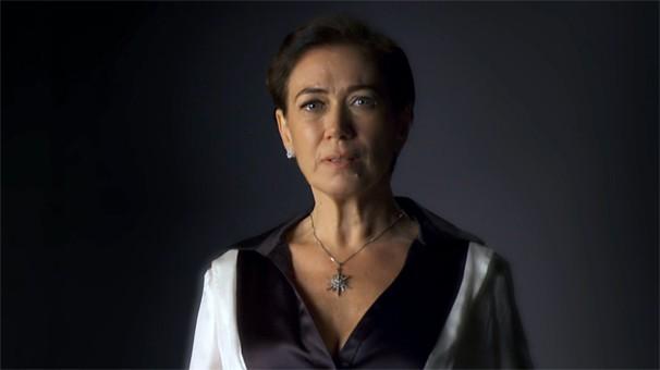 Vitória se derrete de amor por Zico Rosado em Saramandaia, novela das 11 da Globo (Foto: Globo)