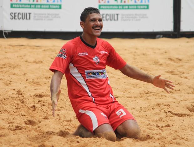André comemora um dos gols do maranhão na decisão contra o Bahia (Foto: ANNE DAISY)