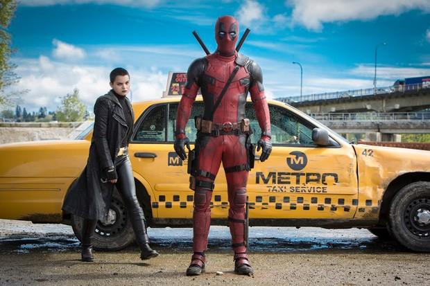 Deadpool recebe uma ajudinha de uma X-Men, Negasonic Teenage Warhead (Foto: Divulgação)
