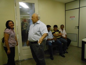 1c35ec363 João Claudino recebe visitantes no escritório localizado na primeira loja  do Armazém Paraiba (Foto