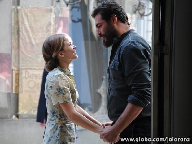 Toni diz que quer pedir oficialmente a mão de Célia (Foto: Joia Rara/TV Globo)