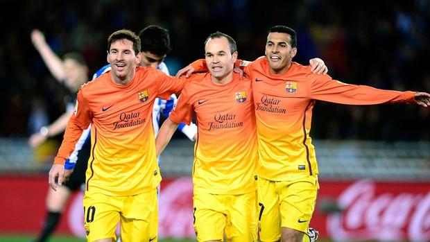 Messi, Iniesta e Pedro comemoram gol do Barcelona sobre o Real Sociedad (Foto: Reuters)