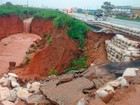 Após chuva forte, parte de asfalto  da BR-020 desaba no oeste da Bahia